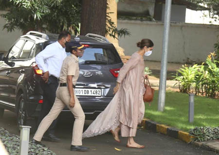 Mumbai: Deepika Padukone arrives at NCB Office in Mumbai on September 26, 2020. (Photo: IANS)