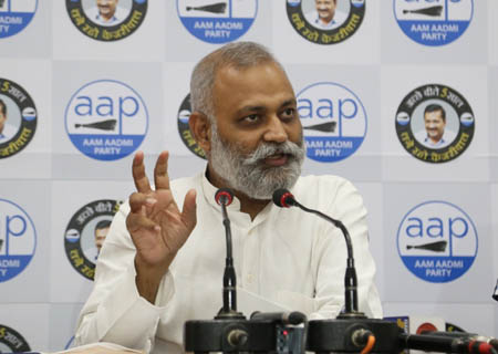 New Delhi: AAP leader Somnath Bharti addressing a press conference at AAP party headquarters in New Delhi on September 26, 2020. (Photo: IANS)