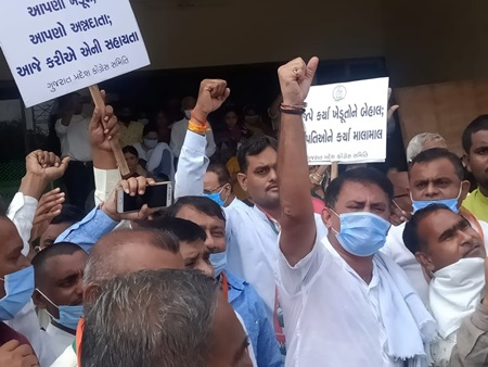 Gandhinagar: Congress workers stage a demonstration against the contentious agricultural laws, in Gandhinagar on Sep 28, 2020. The protest was thwarted by the police after Congress workers were taken into custody. (Photo: IANS)
