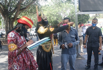 New Delhi: New Delhi district administration officials dressed up as Yamraj (the Hindu God of Death) and Chitragupta (Hindu god assigned with the task of keeping complete records of actions of human beings on the earth and punish or reward them according to their Karmas) fine people with Rs. 500, for not wearing masks, at Connaught place during a campaign to spread awareness on prevention of COVID-19, in New Delhi on Sep 28, 2020. (Photo: IANS)