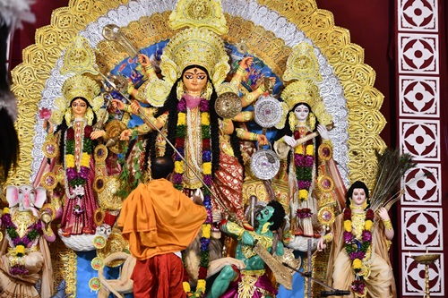 New Delhi:  Durga Puja celebrations underway at Kali Bari puja pandal, in New Delhi on Oct 22, 2020. (Photo: IANS)