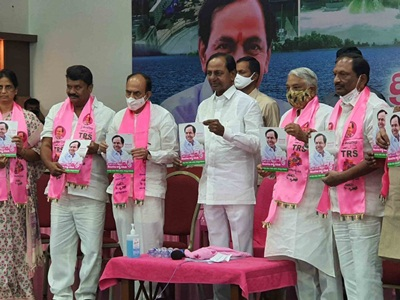 Hyderabad: Telangana Chief Minister K. Chandrashekhar Rao releases the manifesto of TRS for the GHMC elections at Telangana Bhavan in Hyderabad on Nov 23, 2020. (Photo: IANS)
